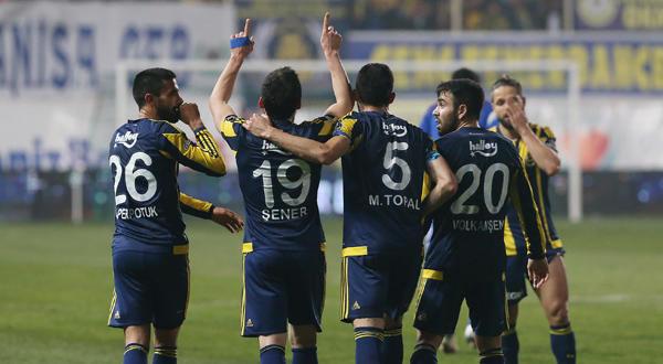 Fenerbahçe, Akhisar Belediyespor'u 3-0 ile geçti