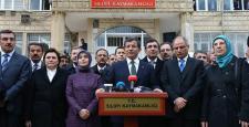 Başbakan Davutoğlu, Silopi'de cuma namazı kıldı