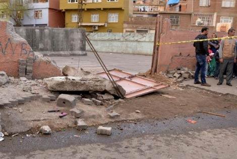 diyarbakir-da-vincin-carptigi-okul-duvari-yikildi-8310236_4424_m