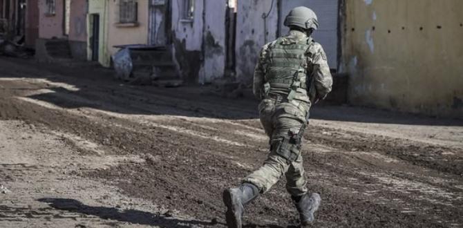 Hakkari'nin Yüksekova ilçesinde yoğun top atışı başladı