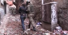 Diyarbakır'ın Sur ilçesinde 13 PKK'lı teslim oldu