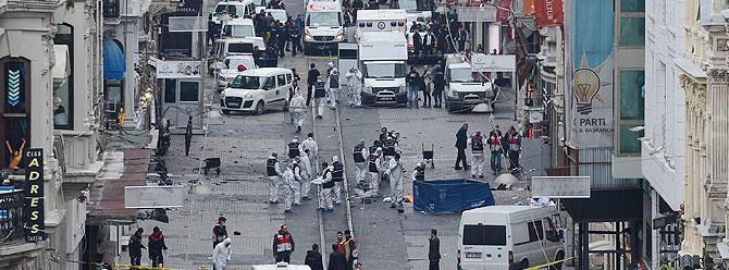 İstanbul; Taksim'de canlı bomba saldırısı!
