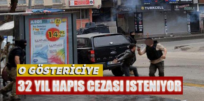 Polisin silahını almaya çalışan göstericiye tarihi ceza