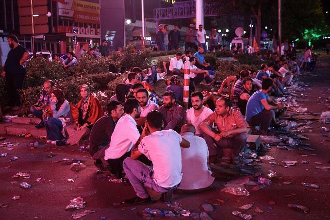 Ankara darbe demokasi alanlar terk edilmedi