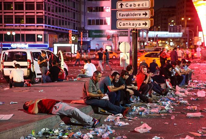 Ankara-darbe-demokasi-alanlar-terk-edilmedi3