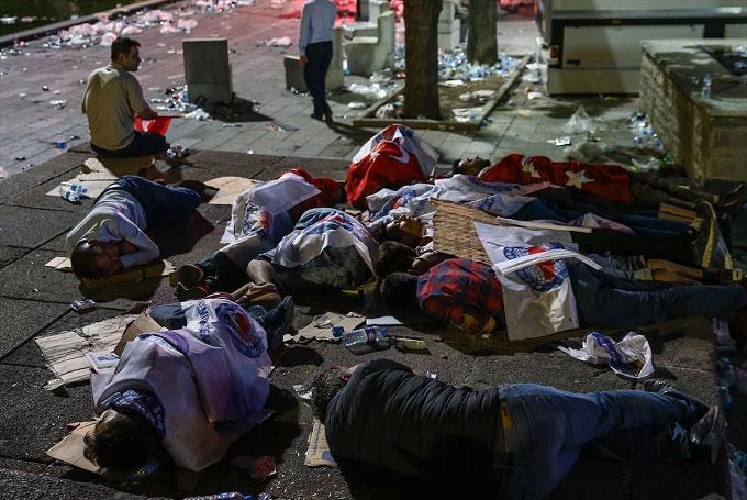 Ankara-darbe-demokasi-alanlar-terk-edilmedi5