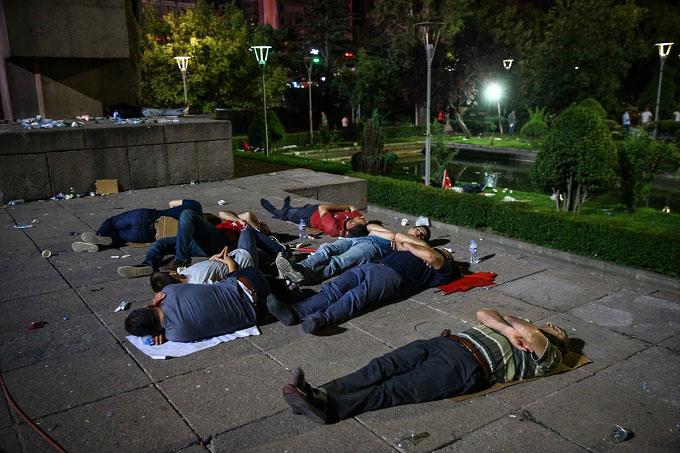 Ankara-darbe-demokasi-alanlar-terk-edilmedi6