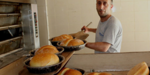 Ucuz ekmek satınca ihtar aldı