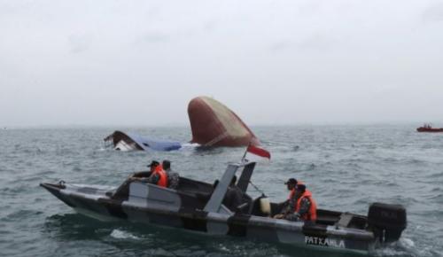 Endonezya'da bot alabora oldu